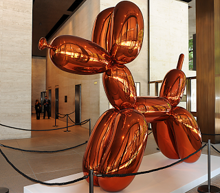 Koon's balloon dog on display
