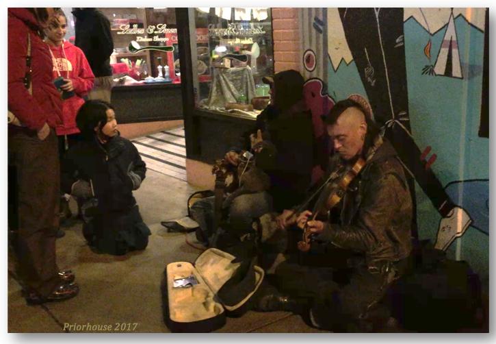 walk-street-musician-carytown