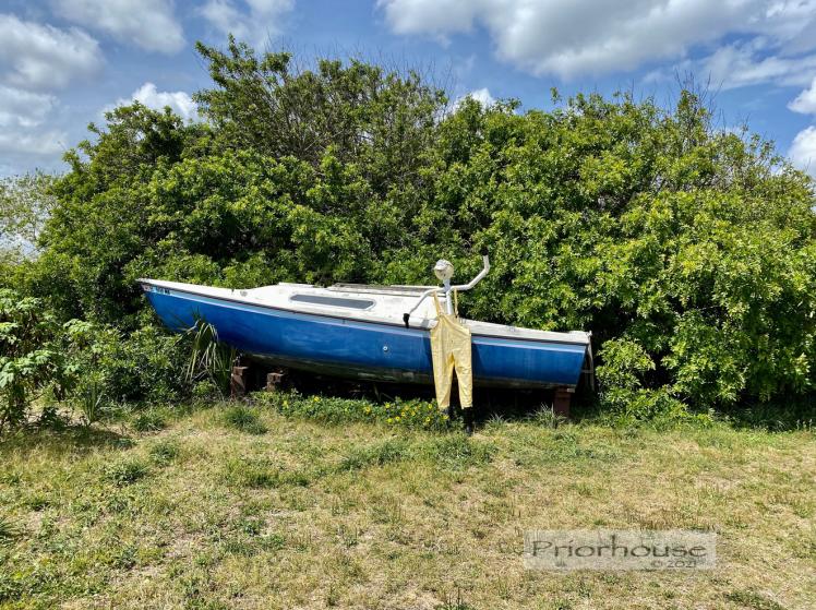 blue-green-pipe-guy-boat-fl-2