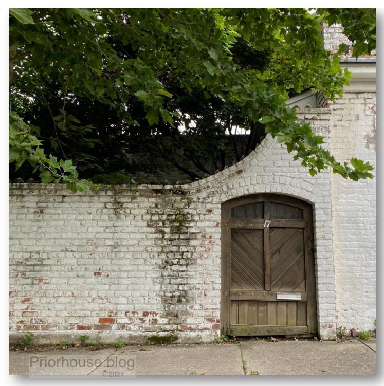doors tree sqaures gate brown wood 17